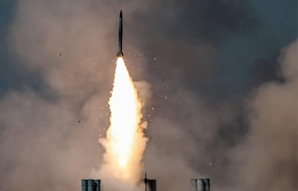 """Trung Quốc bất ngờ bắn 2 tên lửa uy lực ra Biển Đông, """"dằn mặt"""" Mỹ - 1"""