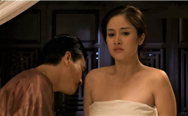 Thảo Trang tạo được dấu ấn trong lòng khán giả với bộ phim Tiếng sét trong mưa, có nhiều phân đoạn nóng bỏng.