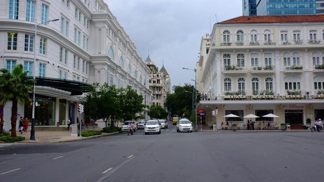 """Ở Hà Nội và Tp.HCM, nhiều tuyến đường có giá bất động sản rất đắt đỏ và được ví là những mảnh """"đất vàng""""."""