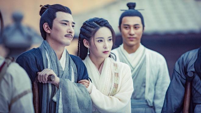 """3 cặp """"trâu già gặm cỏ non"""" phim Kim Dung: Bố mẹ Hoàng Dung chưa là gì so với vợ chồng này - 1"""