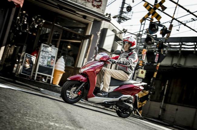 Theo giới thạo xe ở thị trường Nhật Bản cho biết, Honda Lead 125 là một trong những thương hiệu xe ga có lịch sử lâu đời nhất của nhà sản xuất Honda. Ảnh Honda Lead 125 tại Nhật Bản.