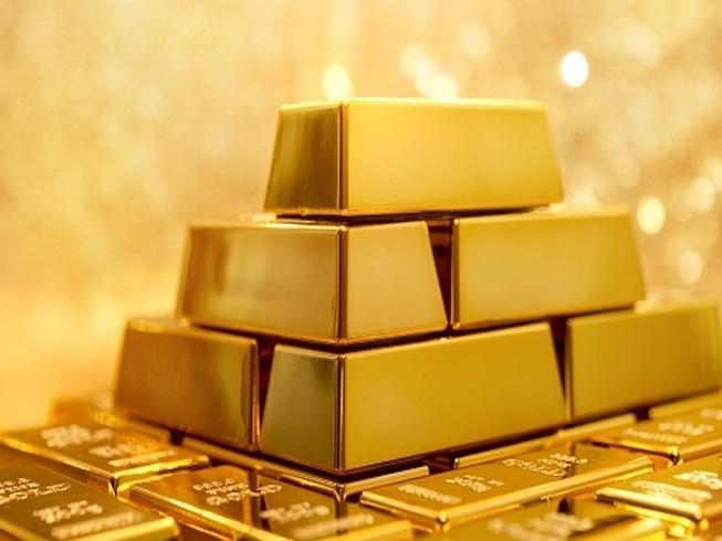 Giá vàng tăng mạnh, nhiều người tranh thủ chốt lời - 1