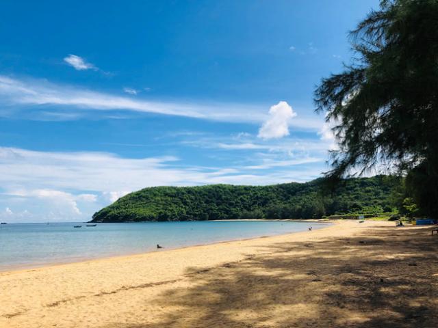 """Du lịch - """"Loạn nhịp"""" trước vẻ đẹp thần sầu của bãi Đầm Trầu, bãi biển đẹp nhất Côn Đảo"""