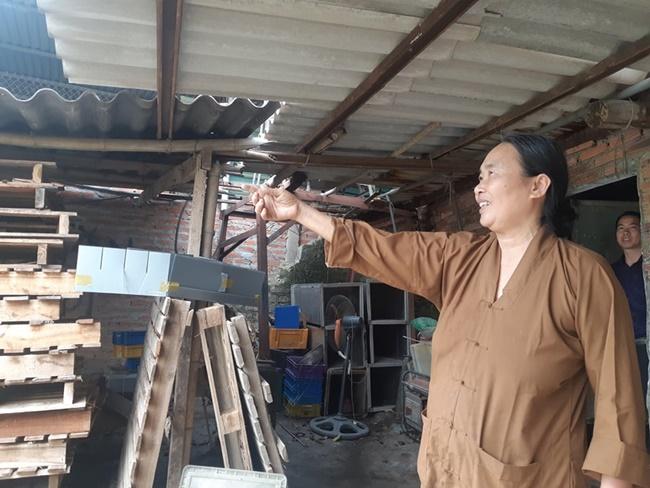 Giữa mùa dịch Covid-19 vừa qua có một nữ đại gia của đất Bắc Giang đã khiến nhiều người bất ngờ khi ủng hộ 50 tấn gạo cho các cơ sở cách ly.Ngoài 50 tấn gạo tặng cho các cơ sở cách ly, bà từng xây 25 ngôi nhà đại đoàn kết, tặng hàng trăm nồi cơm điện và chăn ấm cho những hộ khó khăn ở Lạng Giang.