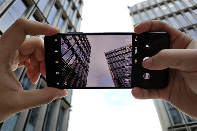 """Lộ diện smartphone sẵn sàng """"chiến đẹp"""" iPhone SE và OnePlus Nord - 1"""