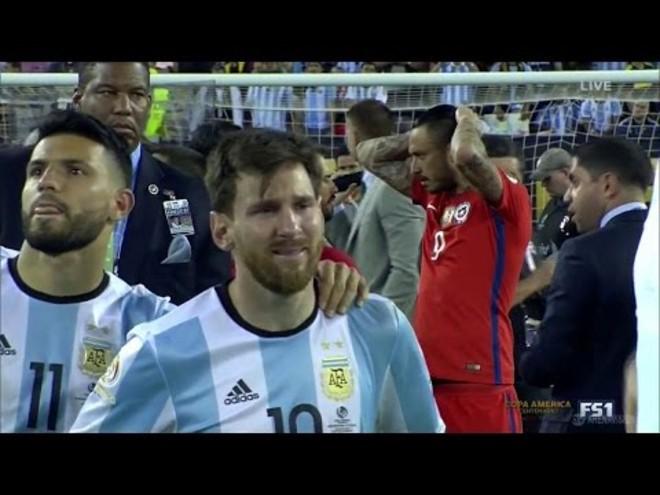 """Messi nuốt lời ở lại Barca và những lần """"dám nói không dám làm"""" gây chấn động - 1"""