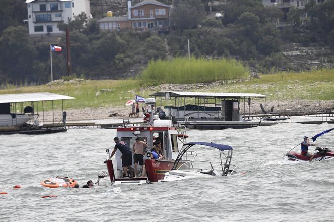 4 thuyền chở người diễu hành ủng hộ Tổng thống Trump bị chìm - 1