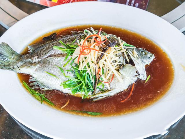 Hấp cá đừng cho muối hoặc nước tương, làm theo cách này đảm bảo không tanh, ngọt thịt - 1