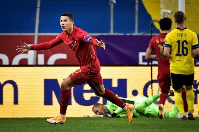 Kỷ lục gia Ronaldo ghi 101 bàn: Sút phạt cực hiểm hạ De Gea lọt top đẹp nhất - 1