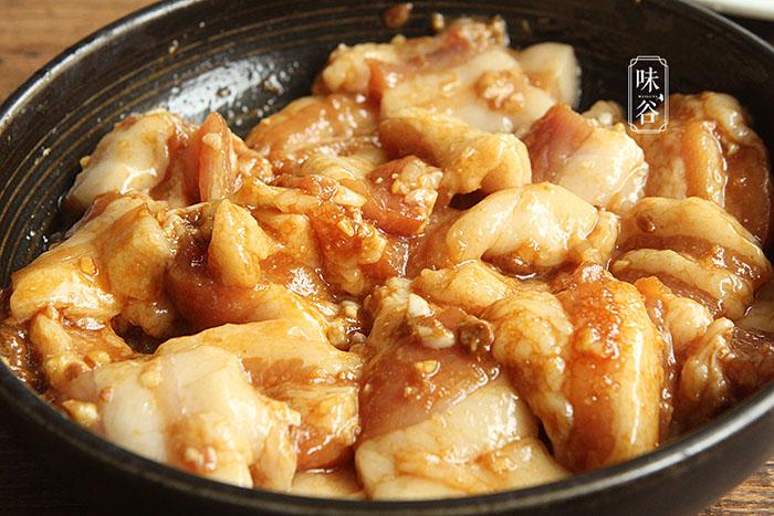 Mẹo làm thịt heo hấp gạo rang nghe cực lạ, thịt mềm thơm và không hề ngán - 6