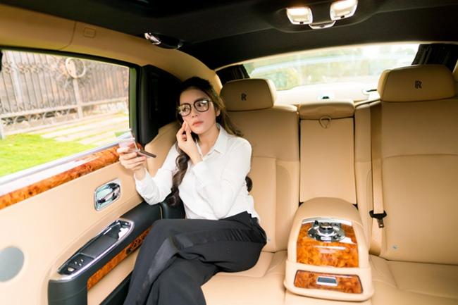 Nội thất sang trọng bên trong siêu xe 40 tỉ của nàng Kiều nữ.