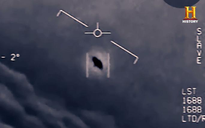 """Cựu phi công Mỹ tiết lộ UFO từng có hành động """"gây chiến"""" - 1"""