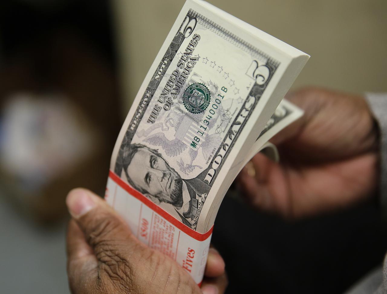 Tỷ giá USD hôm nay 15/9: Tiếp tục lao dốc mạnh - 1