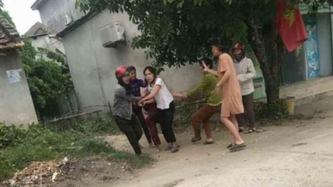 Người phụ nữ bị đánh đập, lột đồ khi đi làm tóc - 1