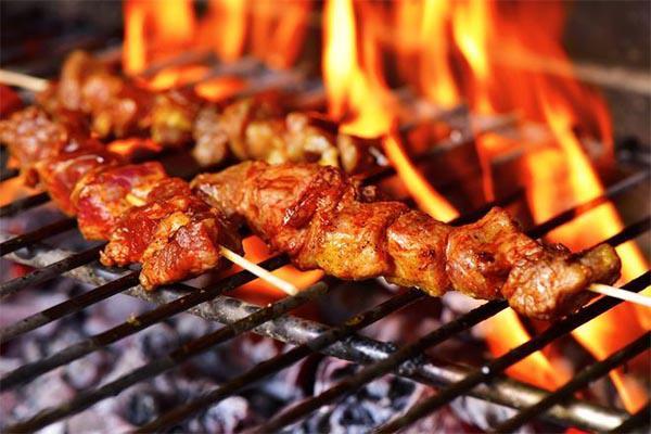 """Điểm mặt những sai lầm khi nướng thịt khiến món ăn thơm ngon chứa nhiều """"chất độc"""" - 1"""