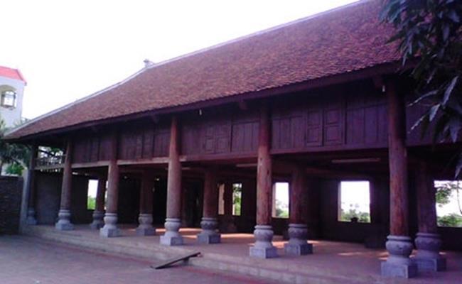 Theo lời kể lại của người dân trong làng, biệt phủ này tốn tới 5 năm để hoàn thành bằng đôi bàn tay khéo léo của những người thợ mộc nổi tiếng khắp tỉnh.