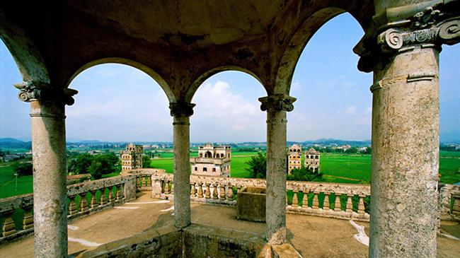 Tháp pháo đài, Khai Bình, Quảng Đông: Được xây dựng chủ yếu vào đầu thế kỷ 20, những tháp pháo đài này được xây dựng để thể hiệnsự giàu có của người Khai Bình.
