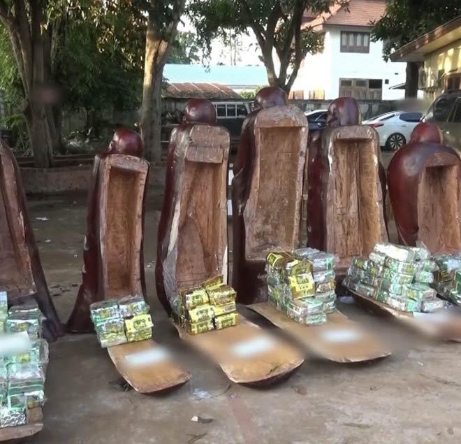 """Bí mật ẩn trong 11 pho tượng gỗ được """"hộ tống"""" qua biên giới - 1"""