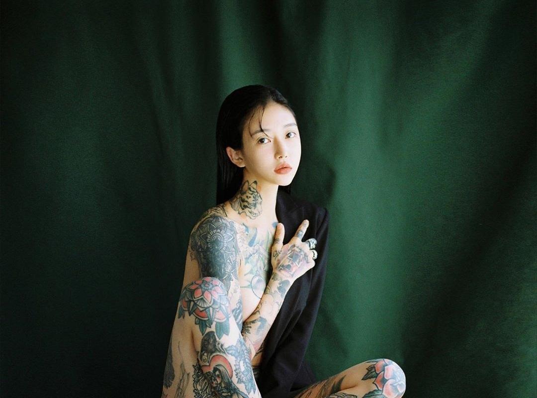 """Đã là mẹ 1 con, người đẹp Hàn vẫn """"nghiện"""" xăm trổ, khắp người đầy mực vẫn siêu sexy - 6"""