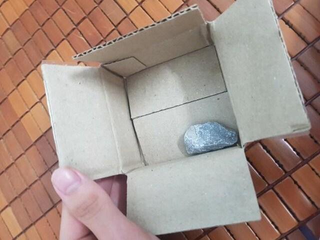 Mua hàng sales giá 1.000 đồng nhận về cục đá, Shopee nói gì? - 1