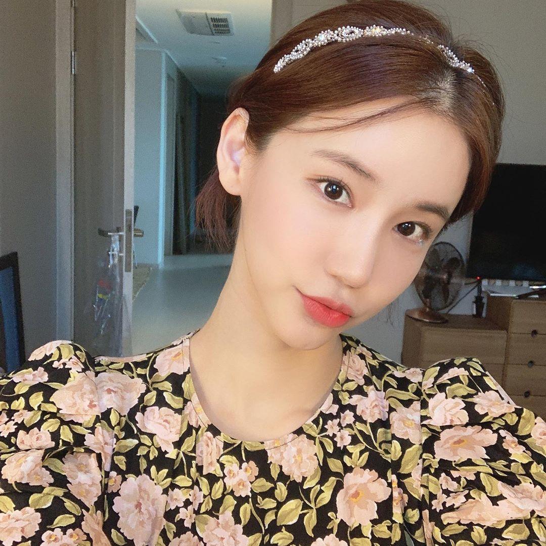 Chiếc váy tai tiếng nhất lịch sử thảm đỏ Hàn của người đẹp gây chấn động vì tự tử - 1