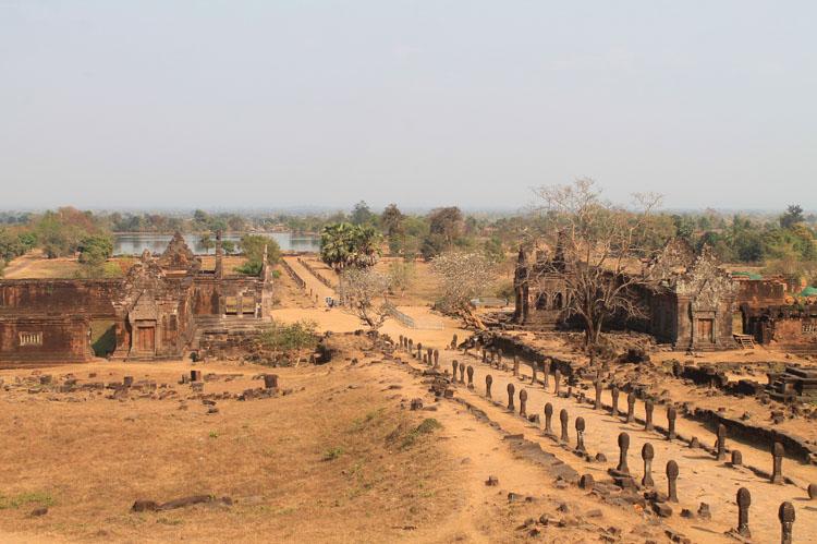Khu đền thờ cổ nổi tiếng của Lào luôn hút khách nhờ những điều này - 1