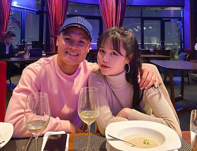 Tháng 5/2020, cầu thủ Quang Hải (đầu quân cho CLB Hà Nội) chính thức công khai bạn gái mới. Cô nàng là Huỳnh Anh, quê Nha Trang.
