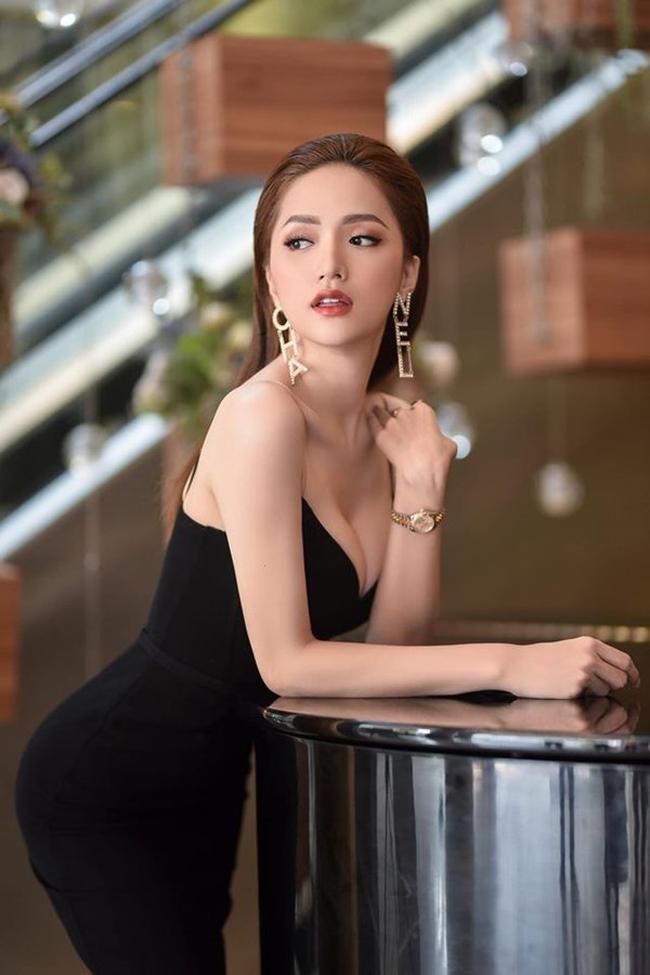 Khi tham gia show, Hương Giang luôn được coi là 'nữ hoàng rating' đảm bảo yếu tố thu hút khán giả. Tuy nhiên, cô cũng phải vượt qua nhiều trở ngại, cả những ý kiến trái chiều cho rằng nữ ca sĩ không phù hợp.