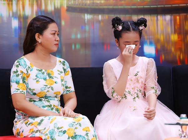 """Bé gái 12 tuổi """"khóc nghẹn"""" khi bị mẹ cấm đoán vì quá """"cuồng"""" thần tượng - 1"""