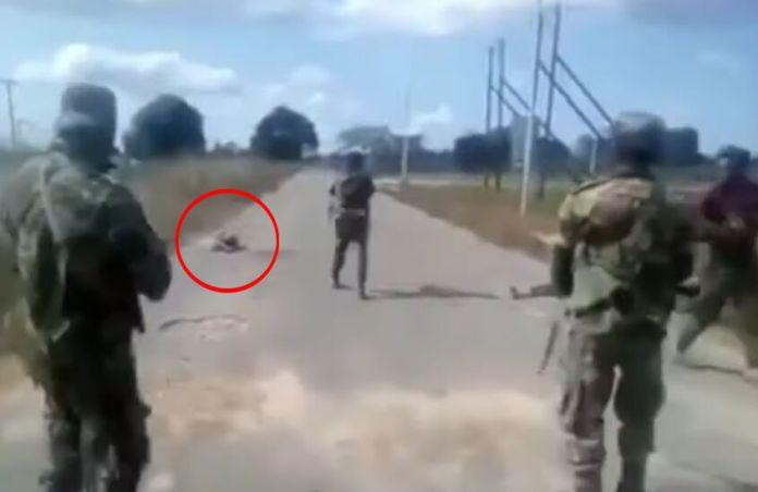 Mozambique: Video phụ nữ khỏa thân bị nhóm người mặc quân phục sát hại gây phẫn nộ - 1
