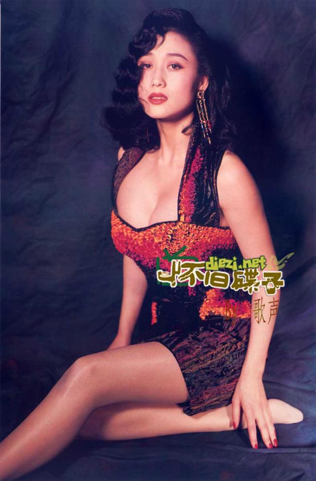 Lợi Trí cũng sở hữu thân hình gợi cảm với chiều cao 1m68, ba vòng hoàn hảo, bà xã Lý Liên Kiệt lọt vào mắt xanh của nhiều nhà sản xuất phim.