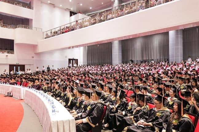 Không có hiệu trưởng, hàng ngàn sinh viên chưa được nhận bằng tốt nghiệp - 1
