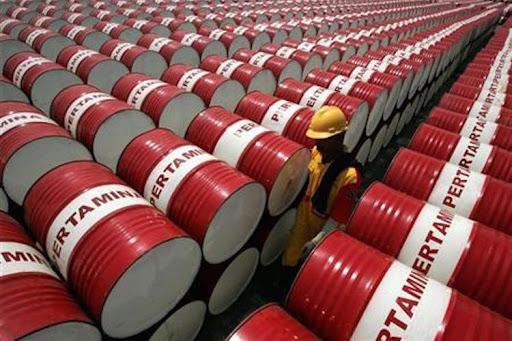 Giá dầu ngày 18/9: Lao dốc khi sức cầu yếu ớt - 1