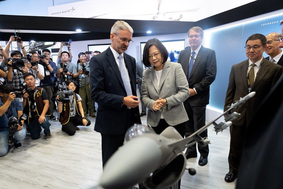 Reuters: Ông Trump duyệt bán lô vũ khí chưa từng có cho Đài Loan, thách thức Trung Quốc - 1
