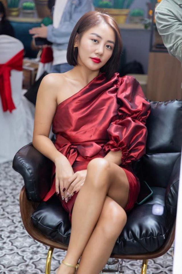 Liên tục mắc lỗi quần áo, Văn Mai Hương gây khó chịu khi xuất hiện với váy nhăn nhúm - 1