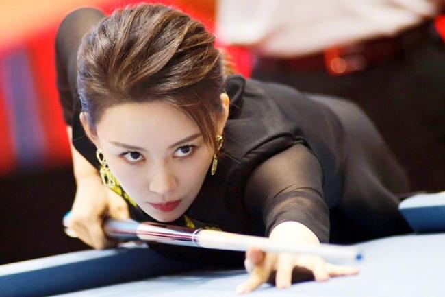 Phan Hiểu Đình là người đẹp bi-a nổi tiếng Trung Quốc với nhan sắc dường như bất lão.