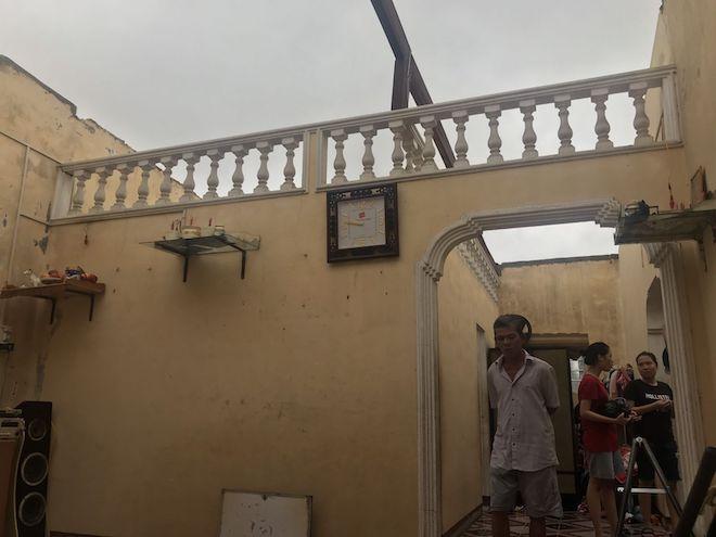 Thừa Thiên - Huế sau bão số 5: Nhà trơ nóc, nước lũ cuồn cuộn - 1