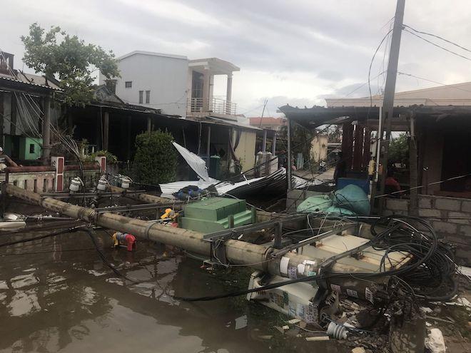 Thừa Thiên - Huế sau bão số 5: Nhà trơ nóc, nước lũ cuồn cuộn - 3