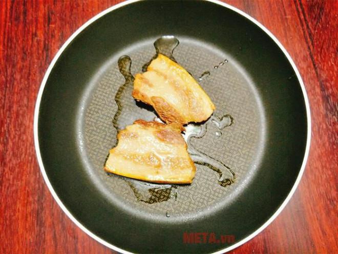 Thịt ba chỉ kho mãi cũng nhàm, cho thứ quả quen này vào thành món ăn lạ miệng, ngon xuất sắc - 2