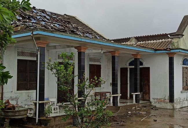 Huế báo cáo thiệt hại bão số 5, người thương vong và nhà cửa hư hại tăng mạnh - 1