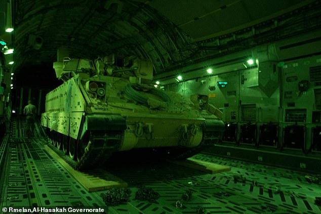 Mỹ đưa xe bọc thép đến Syria, tàu sân bay hạt nhân vào vị trí chiến đấu - 1