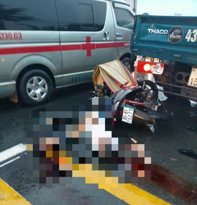 Xe máy tông vào đuôi xe tải đang dừng, 2 thanh niên tử vong - 1