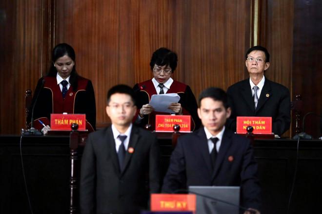Hình ảnh, tình tiết đáng chú ý ở phiên tòa xét xử ông Nguyễn Thành Tài và bà chủ Hoa Tháng Năm - 1