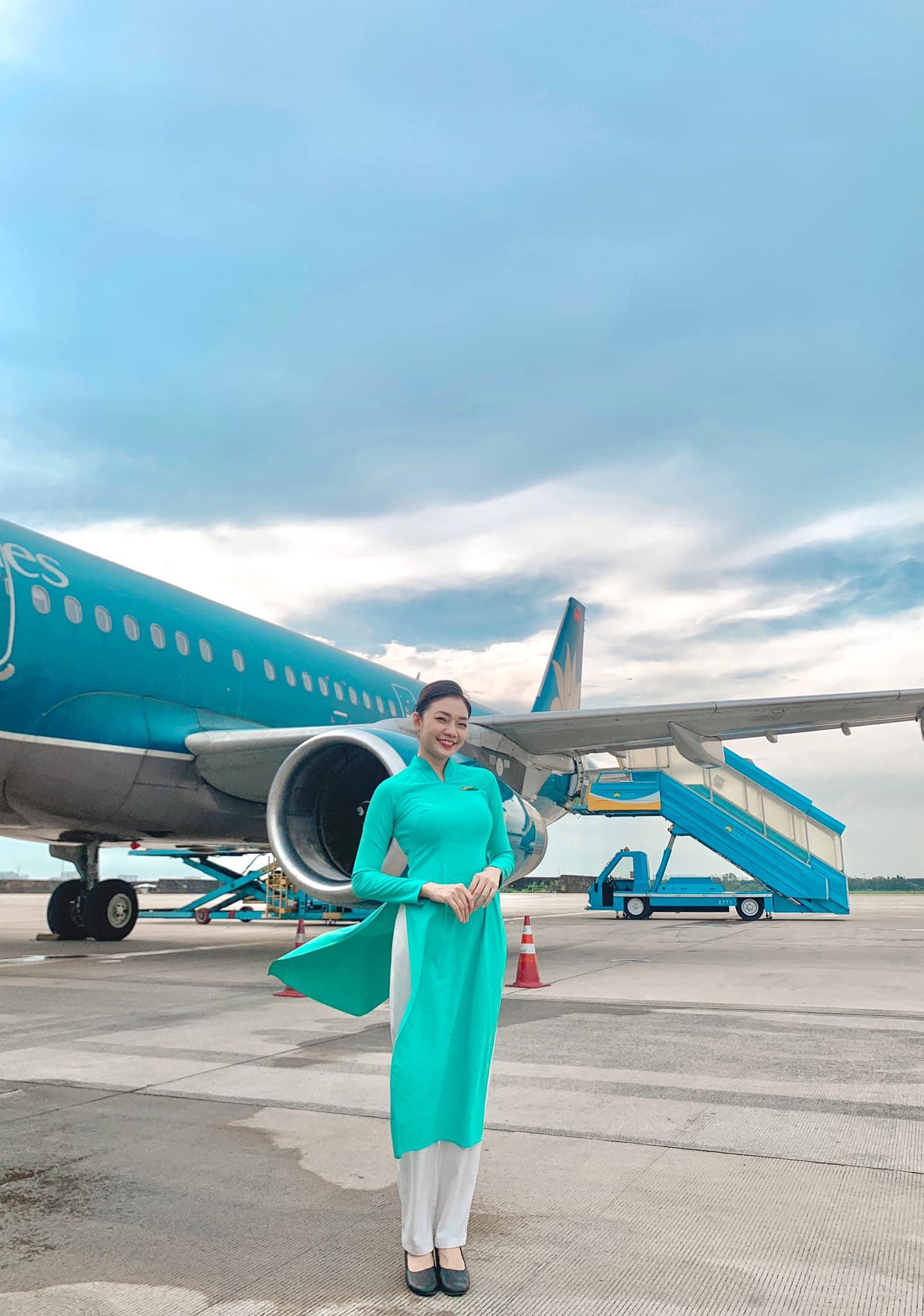 """Nữ tiếp viên hàng không khoang thương gia giữ dáng nuột nhờ vũ điệu """"đánh trứng"""" - 1"""