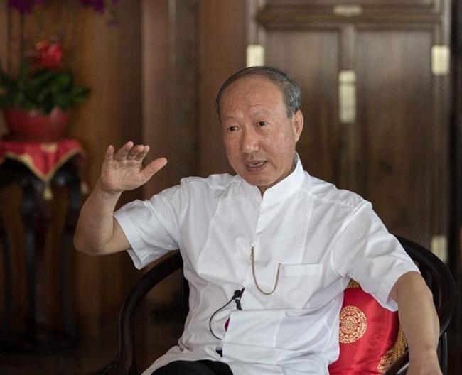 Ngoài ra,Trần Phong cũng không được mua bất động sản, sửa chữa nhà cửa tốn kém, thuê văn phòng cao cấp hay chi tiền ở sân golf đắt tiền... mà không có sự đồng ý của tòa án.
