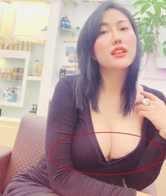 Phi Thanh Vân thản nhiên chụp ảnh khoe vòng một cỡ khủng dù để lộ viền áo ngực.