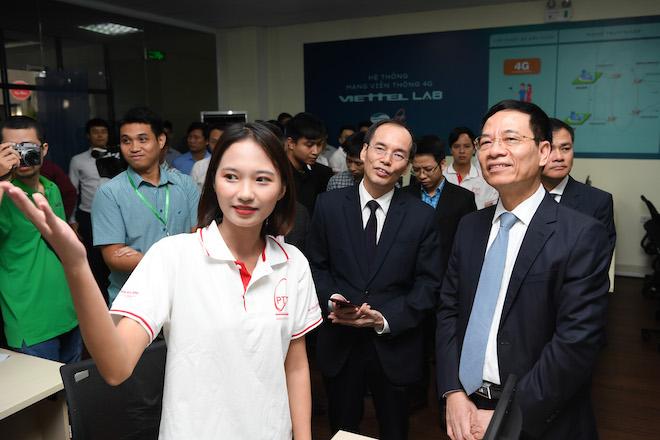 Bộ TT&TT và Viettel xây dựng phòng lab mạng 4G LTE đầu tiên cho trường học - 1