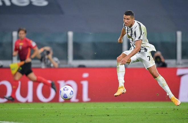 """""""Cỗ máy không tuổi"""" Ronaldo lại ghi bàn: Trình làng kiểu ăn mừng lạ mắt - 1"""
