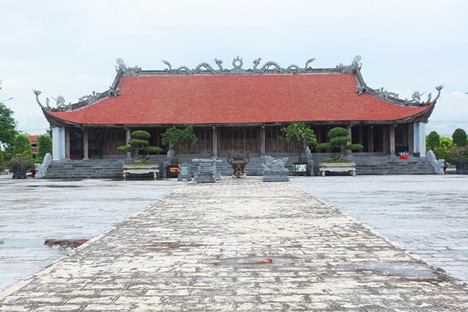 """Bảo đao """"danh bất hư truyền"""" nặng 25kg của vua Mạc Thái Tổ được bảo vệ ngày đêm - 1"""