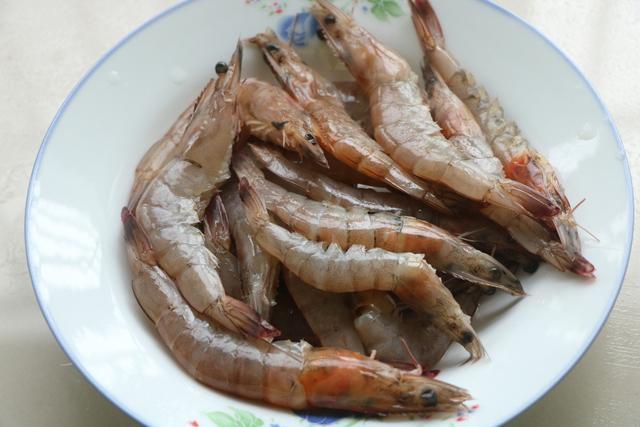 Cách xào tôm cực lạ: thịt thấm, thơm nức mũi, đặc biệt nước sốt ăn với cơm là số 1 - 1